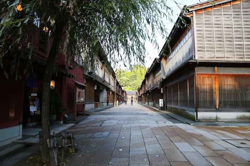 ひがし茶屋街には、町家カフェやセレクトショップも多い。